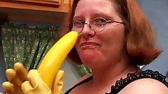 Hot and horny chubby housewife has a nice wank