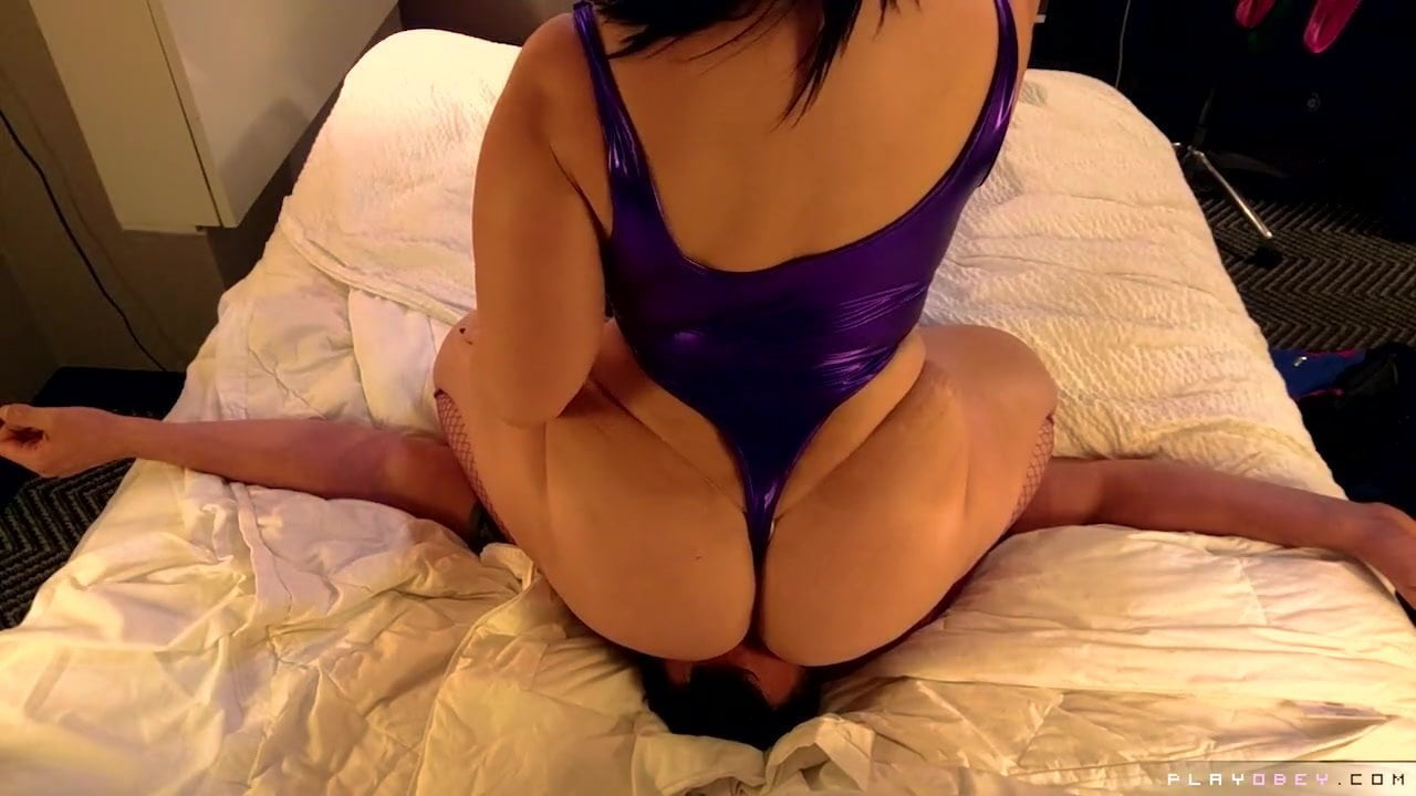 Facesitting Big Ass Latina