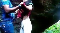 Desi college girl fucked na zewnątrz przez chłopaka