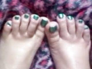 Asian yum Yum yums green toes