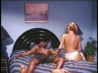 Vintage gibson v case 90s clip: sean v. sahara