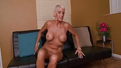 Cougar Lexy masturbates on the bed
