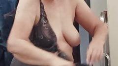 Bouncing saggy tits