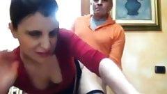 Donna sarda si fa scopare in webcam + pompino