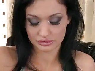 Escort girl pau - Morena peituda mete com dois pau grande