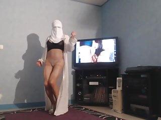 Burka indian anal Musulmane en burka montre ses seins