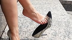 Best candid dangle video, sexy high heeled MILF..... WOW!!!!