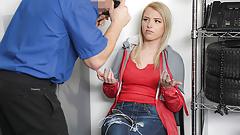 Frecher Teenager stiehlt Halskette und wird gefickt