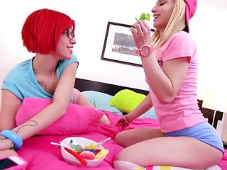 Young first time lesbian sex stories Lezzie bff - super young lesbians first time sex
