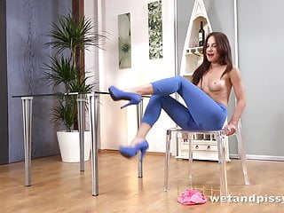 Pee torture porn Wet porn - lana ray pees her leggings and fucks a vibrator
