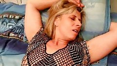 Stunning French MILF Lisa Squirts