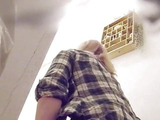 Hidden bathroom cam tgp - Blonde topmodel on toilett - hidden bathroom cam voyeur