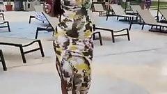 Попка Vanita в этом платье и на каблуках