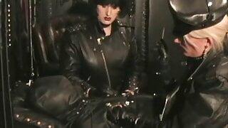 Smoking Leather Mistresses 612