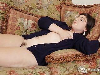 Girls bottom video - Yanks sandy bottoms tantalizing tease