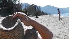Мастурбация на пляжном шоу - мужчина наблюдает (2)