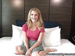 Amateur swallowing video - Teensdoporn amateur blonde teen swallows cum