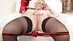 UK mature Skyler gives her fanny the finger treatment