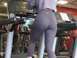 Voyeur videos chicks shaving their legs Blonde chick at gym in leggings