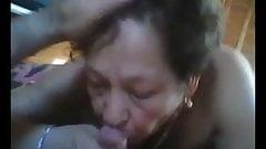 Бабушки, старая Aldies сосет большой хуй