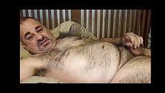 Hairy daddy wanna sex on phone!