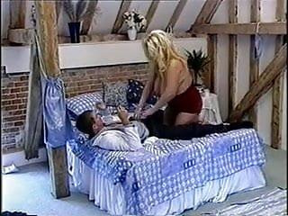 Cindys cunt British big and busty gaynor aka cindy fucking on a bed