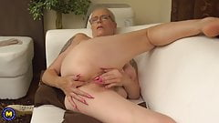 Hairy mom wants anal and pussy fuck