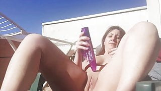Chubby MILF toying her pussy outdoor in the sun