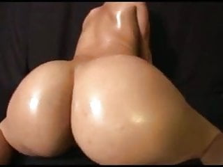 Notre dame piss on western michigan - Big naked arse bouncing dance by nordic-western blonde dame