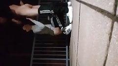 Geiler fick auf Dachterasse in Adidas