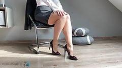 secretary's feet in pantyhose & high heels - business-bitch