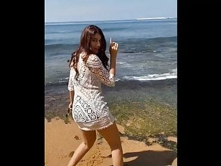 Asian sexy actress Indian actress elakshi gupta hot and sexy dance