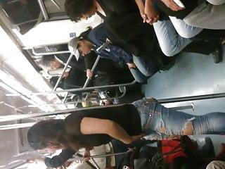 Imagenes de chicas en bikini - Rico culo de chica en el metro l 2 mx recargada en el tubo