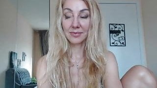 Big pussy blond shows off on webcam