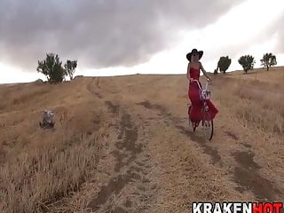 Bicycling milf - Exhibitionist milf rides her bicycle in the field