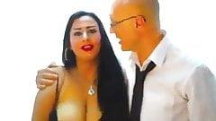 Сексуальная египетская девушка-сиська танцует