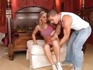 Las male escorts - Razz- lei si fa male a un piede e lui la cura
