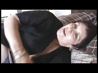 Free thick mom porn - Thick mom showing her hairy pussy