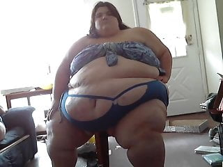 Fucking her enormous cunt - Sbbw in sexy outfit dances and shakes her enormous ass 1