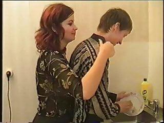 Dana plato cock Mientras friega los platos