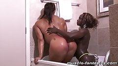 Lesbian Muscle In Bath