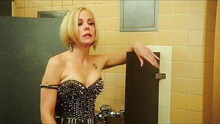 Mary-Louise Parker - Behaving Badly