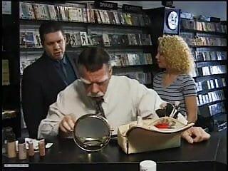 Online porn video store Kiki daire in video store