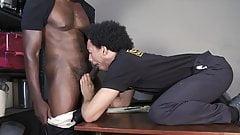 Devin Trez ohne Gummi, ein Offizier
