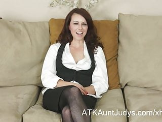 Interview milf Violet interviews and masturbates for auntjudys.com