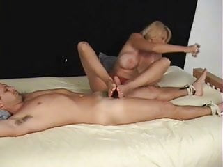 Foot and penis size relationship - Milfs big size 11 feet footjob