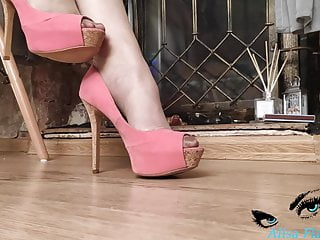 Furry crush fetish Woman playing with heels and body - crush fetish