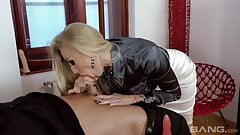 Incredibly hot MILF instructs how to suck a cock properly
