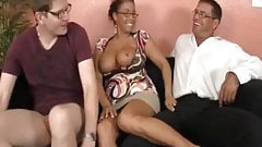Грудастая пума Stacy Starr делает двойную дрочку для больших членов