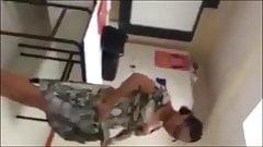Une prof coquine chauffe ses eleves en plein cours